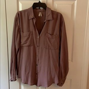 Mudd Mauve LS button down blouse. NWT. Size L